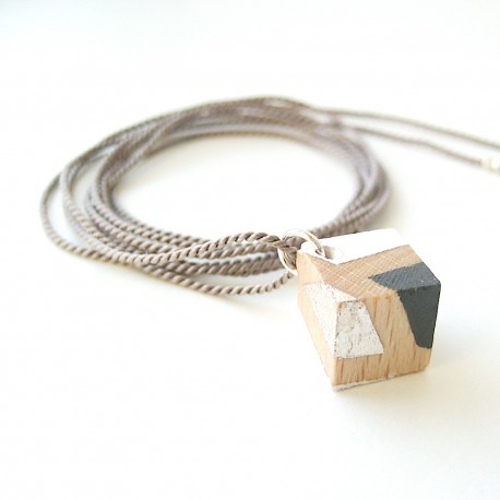 Skui · Kette aus Holz in silber